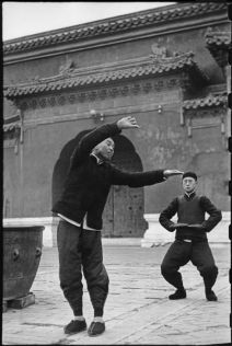 Wang Maozhai's Taiji class at Tai Miao 2 - Henri Cartier - Bresson